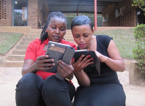 Photo of 2 people reading